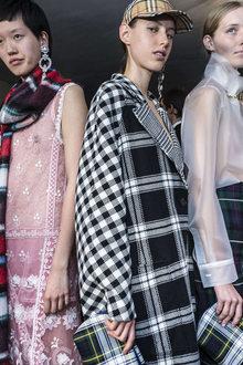 Week Burberry Primaveraestate Fashion 2018 Womenswear 31224 RxIRB