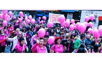 Avon vestirá Alcalá de Henares con 100.000 deseos para luchar contra el cáncer de mama