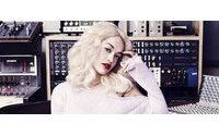 Rita Ora estrela campanha da Superga