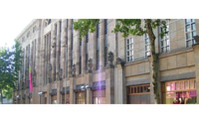 Aachener Grundverm Gen Erwirbt Karstadt Geb Ude In