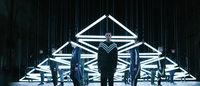 キネティックライトがファッションショーを演出 adidas Originals×ホワイトマウンテニアリング<16年秋冬>