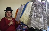 """La mode """"cholita"""" des indigènes de Bolivie à la conquête du monde"""