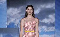 La 22a 080 Barcelona Fashion arranca con la ropa de baño en la playa de la ciudad Condal