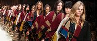 Londres: les ponchos graphiques et manteaux peints de Burberry