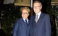 Victorio & Lucchino rinden homenaje con 8 diseños a 25 años de moda flamenca