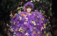 Milano Fashion Week: Moschino sveglia Milano con uno show stravagante