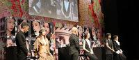 "M・A・Cのアーティストが実演""古典的な美""が反映された黒や赤が今年のトレンド"