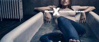 "Alexander Wang dévoile des photos plus sobres de sa campagne ""Denim X AW"""
