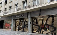 Balenciaga, víctima de un grafiti de Kidult