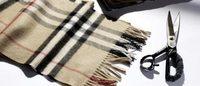 Con Burberry Scarf Bar le sciarpe col monogramma