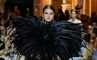 Alexandre Vauthier fidèle à son esthétique glamour et sensuelle
