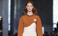 Mazarine apporte sa mode raffinée à l'esprit ludique sur les Champs-Elysées