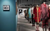 "Burberry fera passer son exposition ""Here We Are"" par Paris"