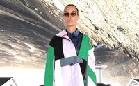 Le jeune créateur français Boramy Viguier étend son vestiaire à la femme