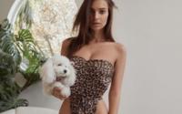 Emily Ratajkowski si appresta a lanciare la sua linea di bikini