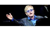 Cantor Elton John apela a boicote à dupla de moda Dolce & Gabbana