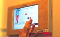 """Kiabi teste le """"click & change"""", un service connecté en cabine"""