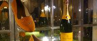 Charlotte Olympia traz coleção inspirada em champanhe