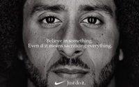 """Nike sfida Trump: Colin Kaepernick nel nuovo spot """"Just Do It"""", ma le sue azioni scendono"""