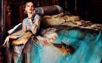 Fotógrafa clica ensaio de alta-costura com estampados de telas clássicas