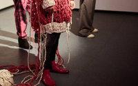 Modedesigner der Hochschule Hannover inszenieren mobiles Atelier zum Fashion Revolution Day