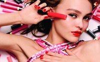 Лили-Роуз Депп снялась в рекламе макияжа от Chanel