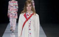 London Fashion Week: Giorgio Armani, l'Imperatore della moda, festeggia vicino alla Torre di Londra con Emporio