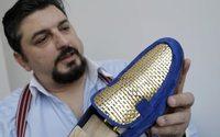 Un Italien veut vendre des chaussures... en or
