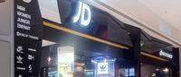 L'affluence en magasins incite JD Sports à réviser à la hausse ses prévisions pour 2015-16