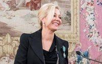 """Nadja Swarovski insignita della carica di """"Chevalier de l'Ordre des Arts et des Lettres"""""""