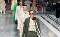 Victoria Beckham lancia la sua linea di prodotti di bellezza in una sfilata al Foreign Office