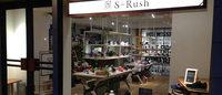 新スニーカーショップ「エスラッシュ」原宿とんちゃん通りに初出店