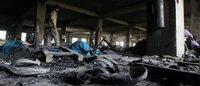 Se entregan directivos acusados por un incendio con 112 muertos en Bangladesh