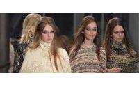 Desfile anual Métiers d'Art realça os trabalhos manuais da Chanel