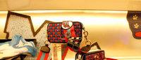 秋元梢と千原徹也デザインの限定ワッペン登場、マーク ジェイコブスが阪急うめだでカスタマイズイベント開催