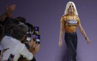 Versace sfilerà a New York con la pre-collezione