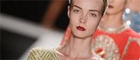 Fashion week : une femme en quête de voyages et d'aventures