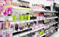 Продажи парфюмерии и косметики в России продолжают падать