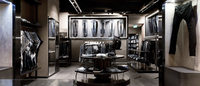 Diesel une moda e arte para promover nova loja da marca