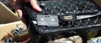 Contrafação: Loja em Veneza vendia lenços falsos Versace