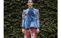 Дизайнер призвал мужчин носить платья и не стесняться этого