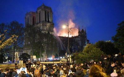 LVMH e Kering donano 300 milioni per la ricostruzione di Notre-Dame