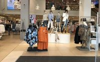 UK retail sales fall again, but fashion and e-tail are more buoyant