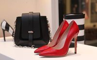 UK retail sales fall sharply but fashion stores fare better