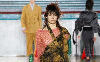 Fashion Week de Londres: desfile misto e engajado de Vivienne Westwood