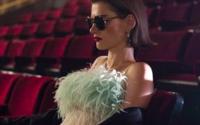 Prada entführt mit ihrer Eyewear-Kollektion in das Kinoerlebnis der 1960er Jahre