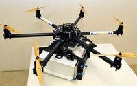 E-commerce : La Poste présente son drone de livraison sur les Champs-Elysées