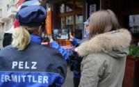Ermittler der Pelz Polizei auf Streife in deutschen Innenstädten