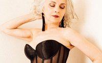 Petrushka сняли 61-летнюю модель в лукбуке нижнего белья