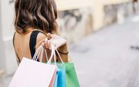Easter sunshine brings shoppers to British physical stores